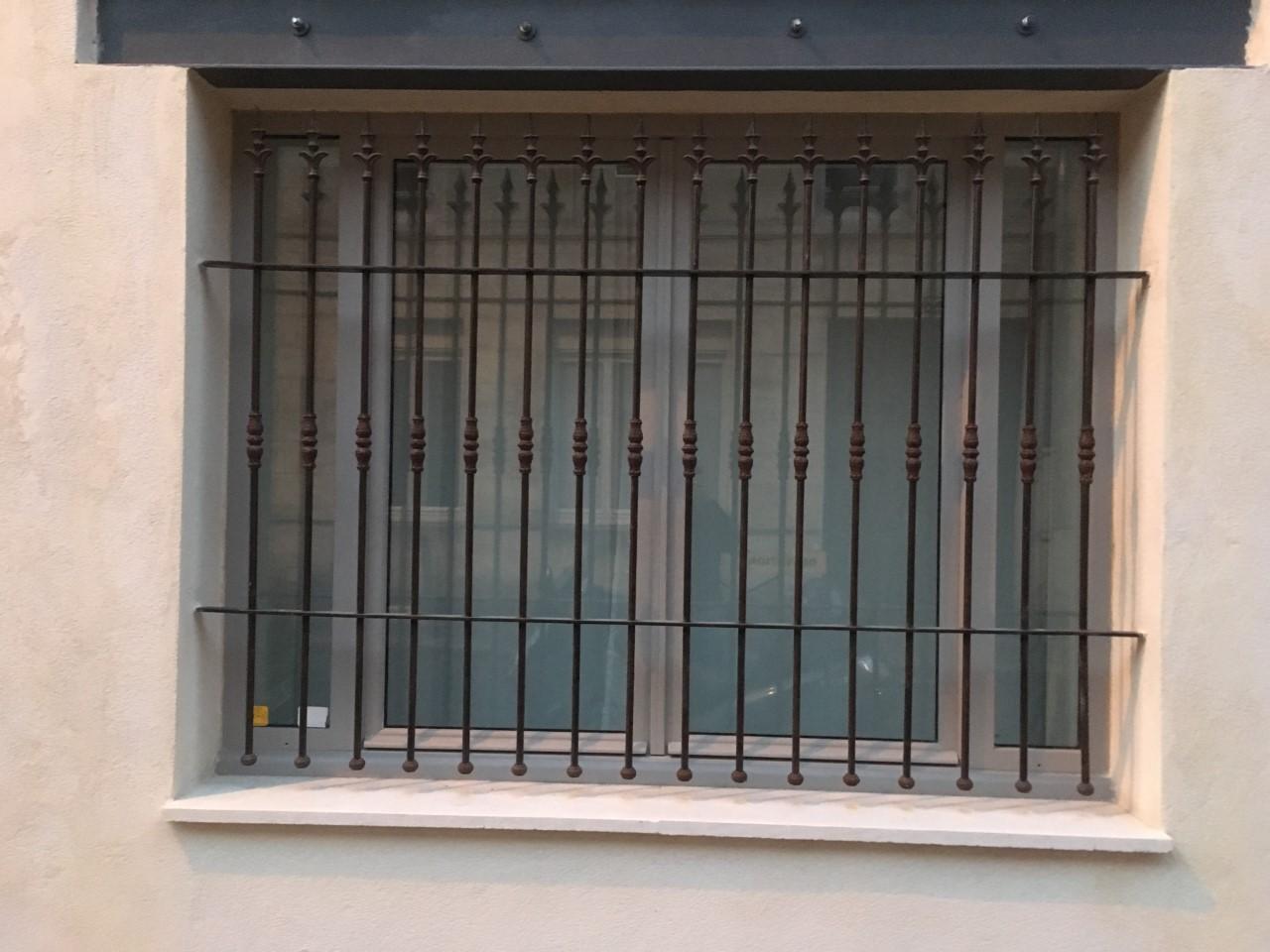 grille de d fense sur mesure m tallier bordeaux. Black Bedroom Furniture Sets. Home Design Ideas
