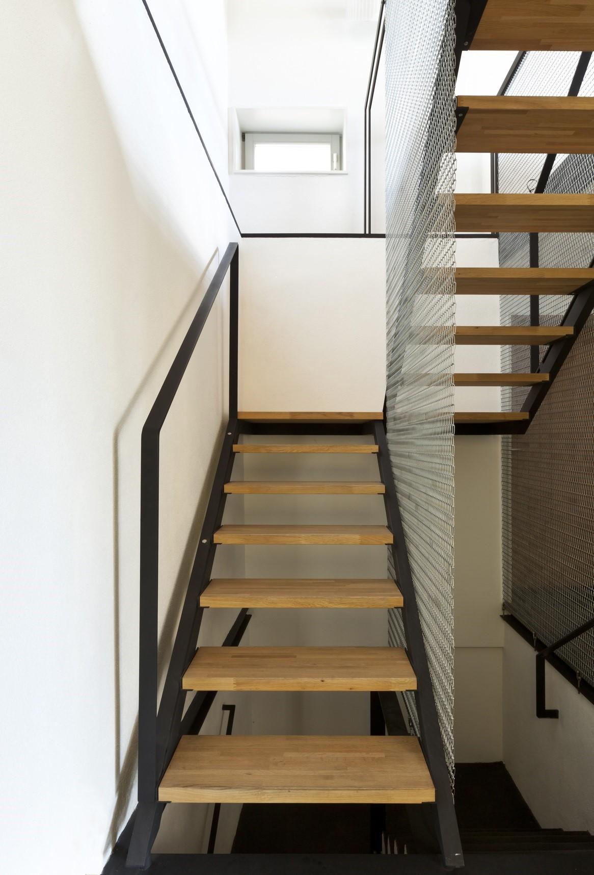 Escalier 2/4 tournant droit acier & bois.