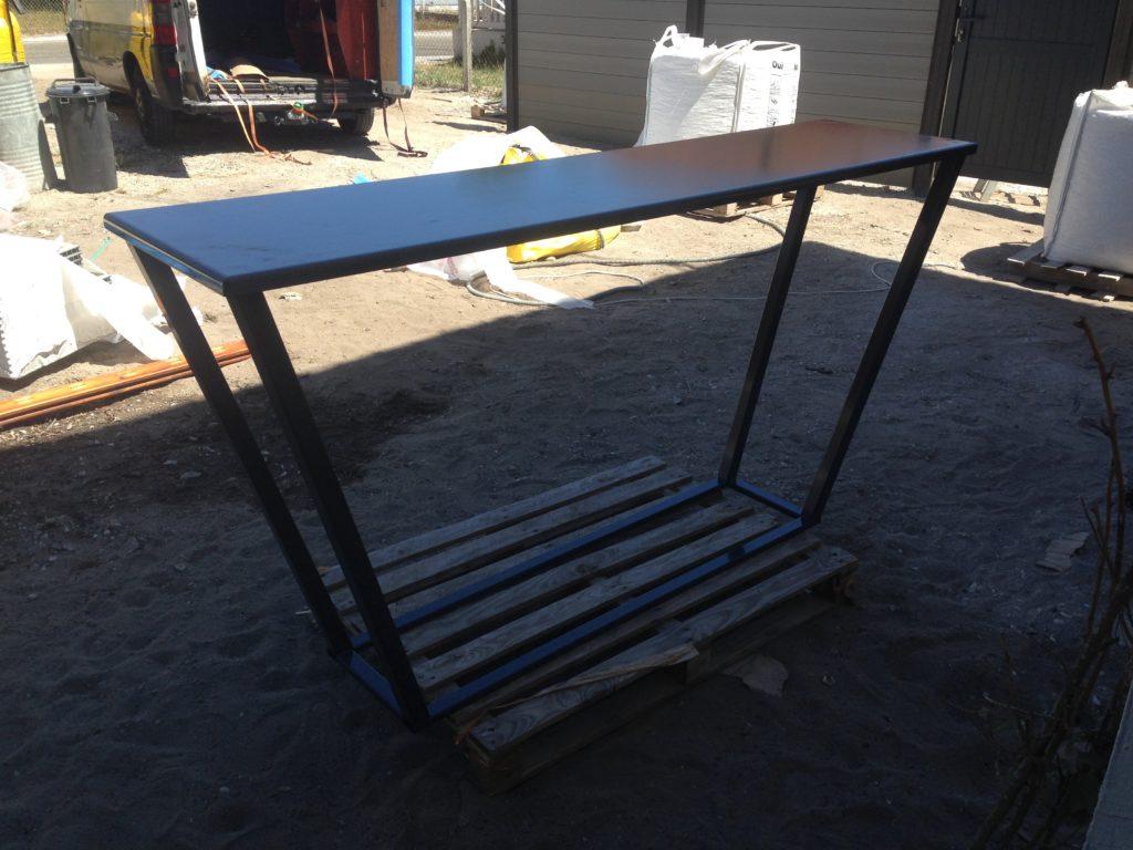 Piètement table sur mesure. Structure métallique en acier. Finition thermolaquage ral 7016.