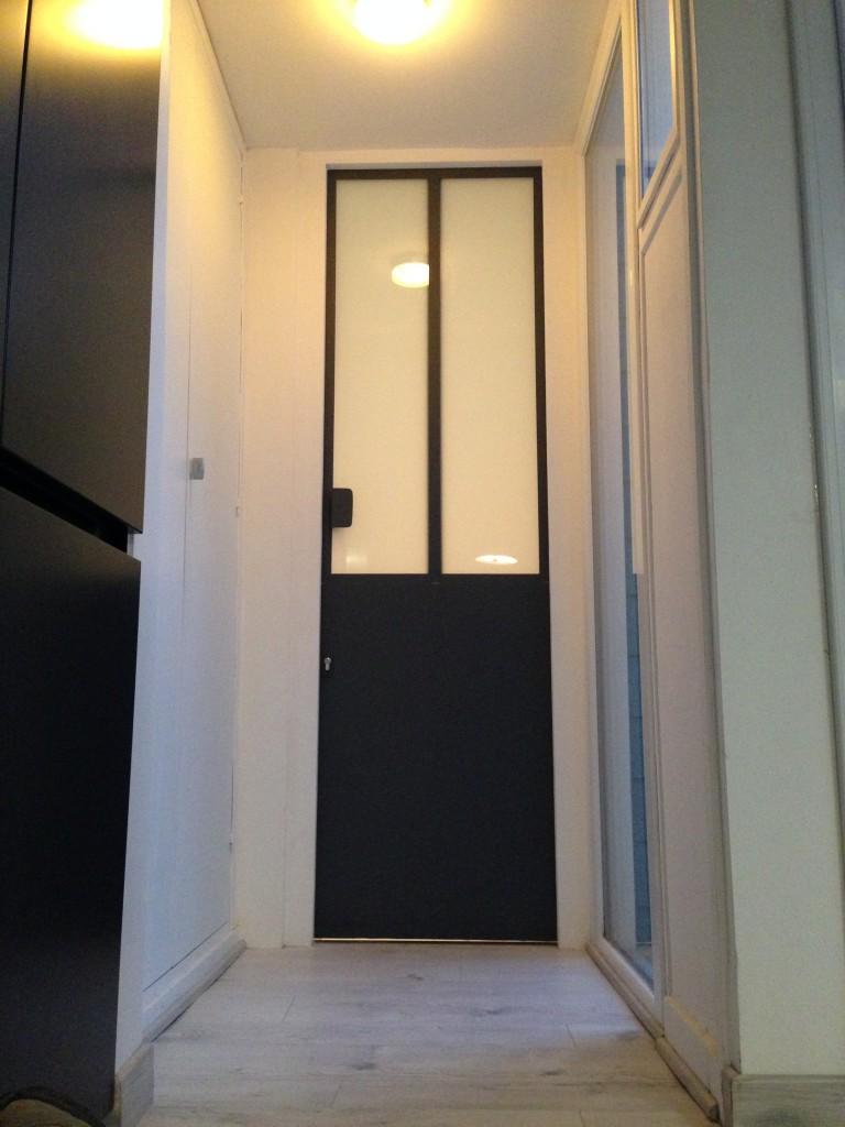 Porte verrière intérieur sur mesure. Structure métallique, vitrages opaque.