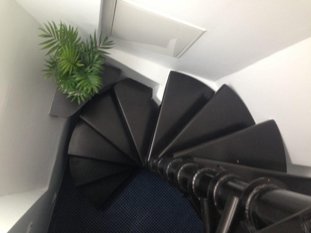 Escalier hélicoïdal métallique sur mesure.
