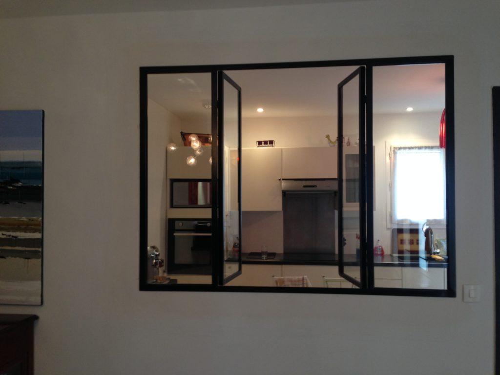 Verrière intérieur avec fenêtre style atelier artiste noir satiné.