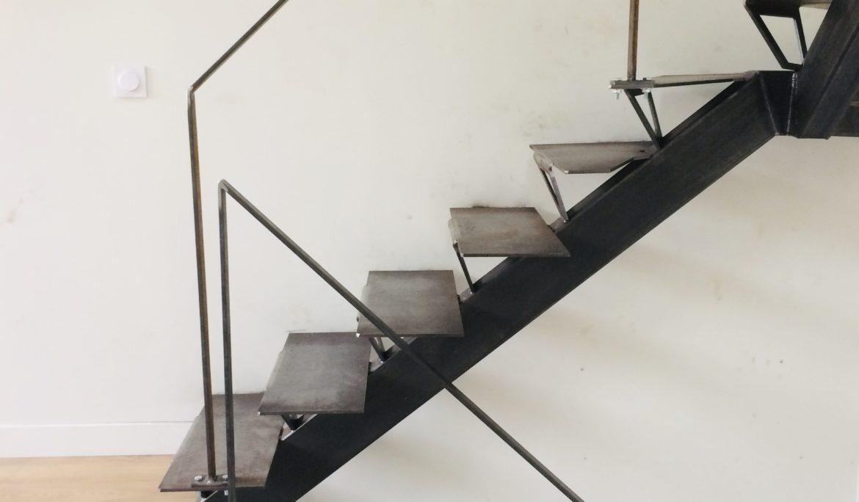 Escalier 2/4 tournant métallique sur mesure