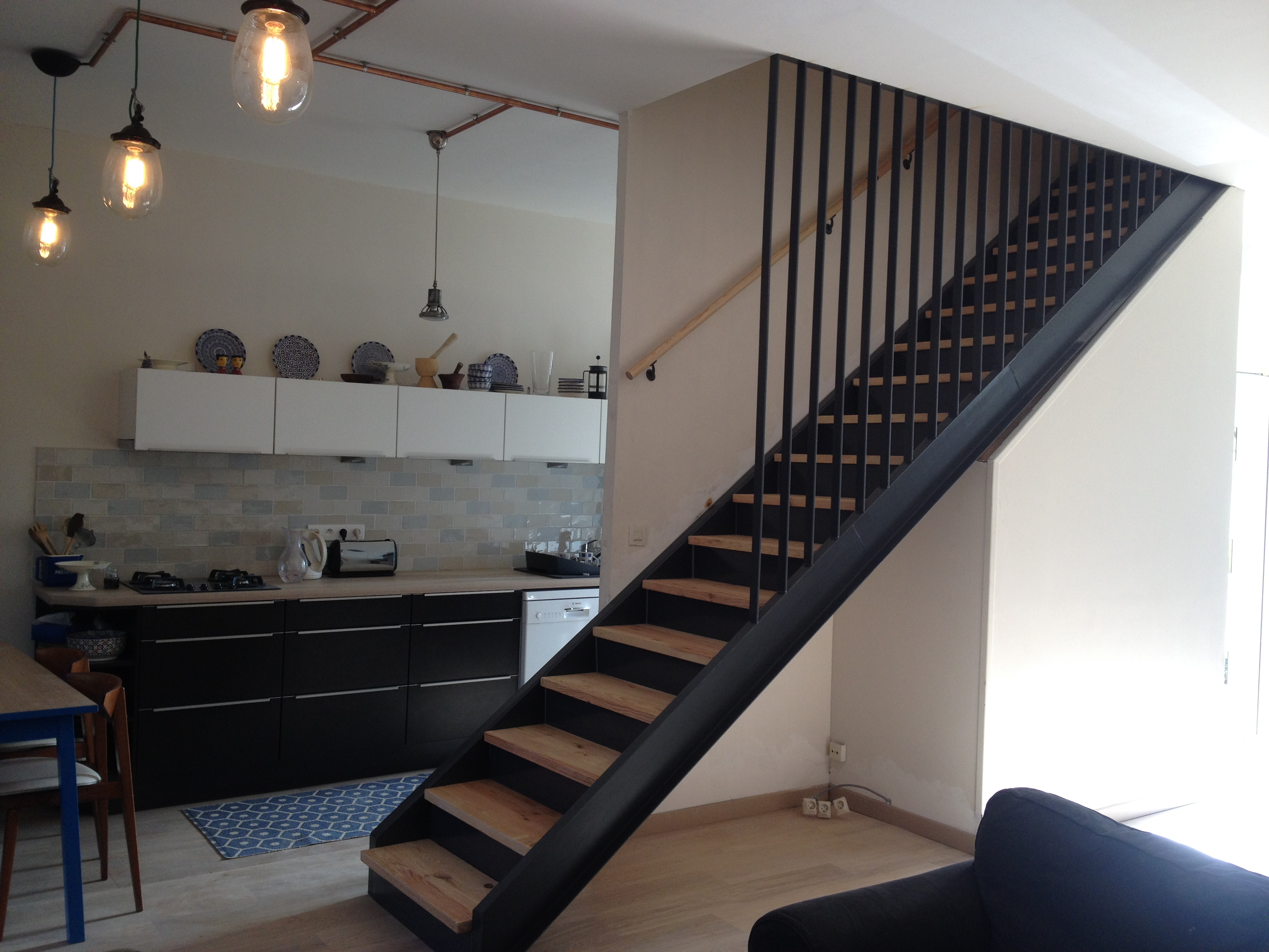 Escalier droit métal & bois réalisé sur mesure.