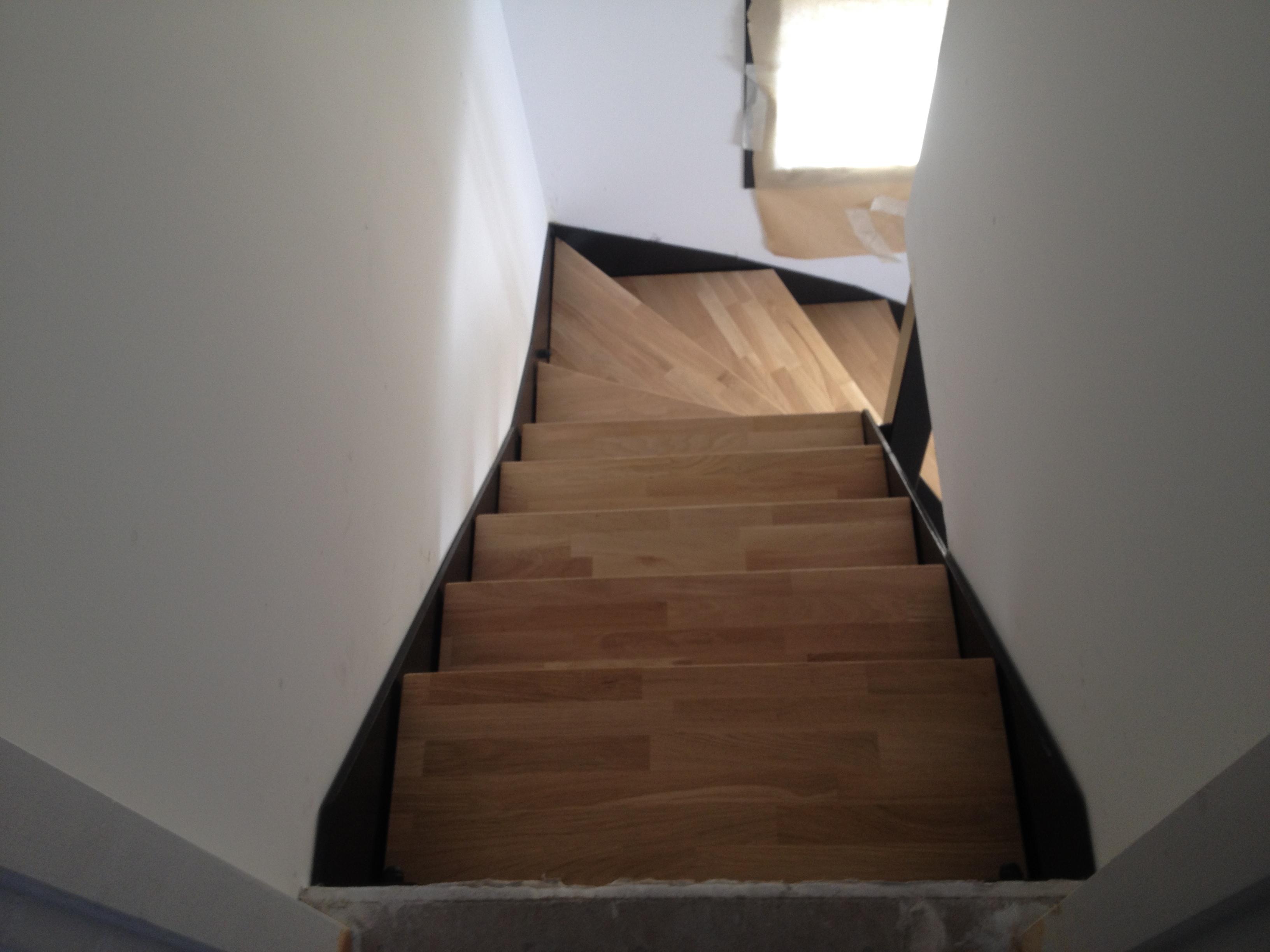 Escalier Balancé en métal & bois réalisé sur mesure.